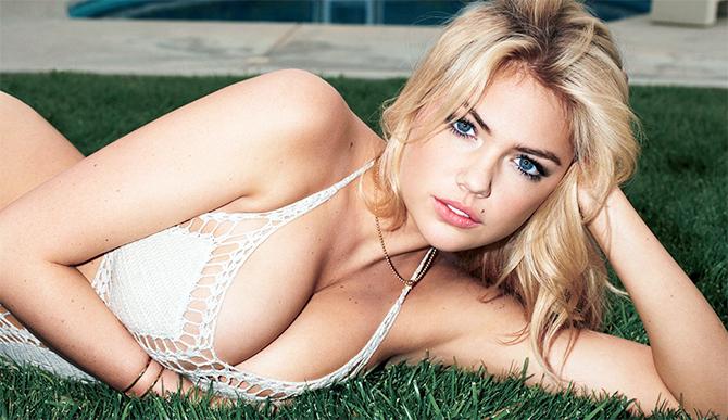 Как гласит исследование, мужчины со скромными кошельками предпочитают большую женскую грудь